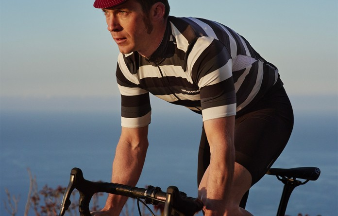 men-cycling-jersey-francine-grey-tone-action-3